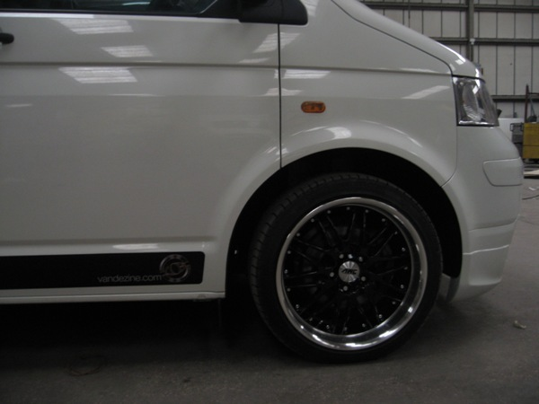 "19"" Black and Chrome Sports Wheels with Low Profile Tyres (Click to enlarge)"